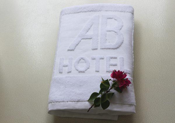 Khăn thêu khách sạn