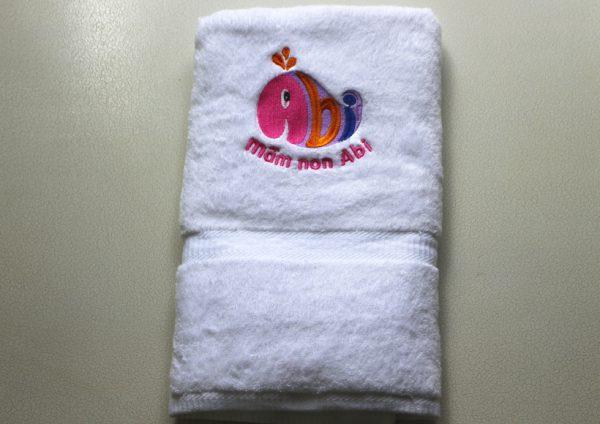 Khăn thêu logo